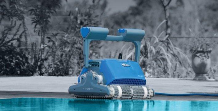 Robot nettoyeur piscine stunning robot nettoyeur piscine for Aspirateur piscine nitro
